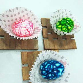 Пасхальные идеи: Необычный способ покраски пасхальных яиц