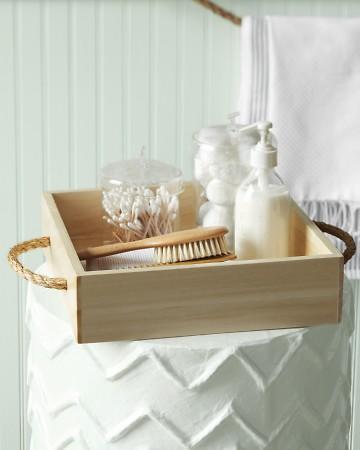 Используем то же свойство каната - прочность - и делаем из него мебельные ручки, продевая через отверстия...