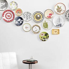 Идеи оформления стен...тарелками