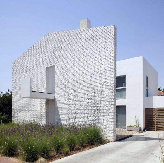Современный особняк House N в Израиле