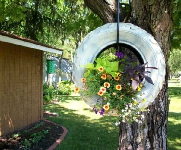 Flower beds of tires photo 43