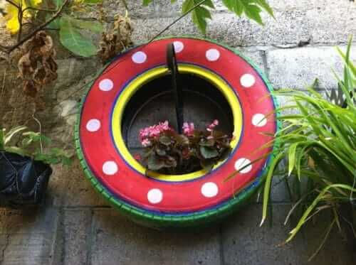 Flower beds of tires photo 45