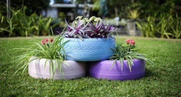 Flower beds of tires photo 21