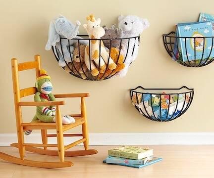 25+ идей для хранения игрушек: корзина для игрушек в интерьере детской