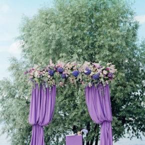 свадьба в фиолетовом цвете арка фото 007