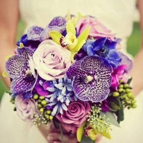 букет невесты с фиолетовыми цветами фото 016