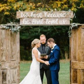 свадьба в стиле рустик арка фото 003