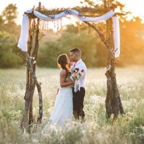 свадьба в стиле рустик арка фото 005