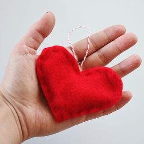 новогодние игрушки своими руками из ткани фото 049
