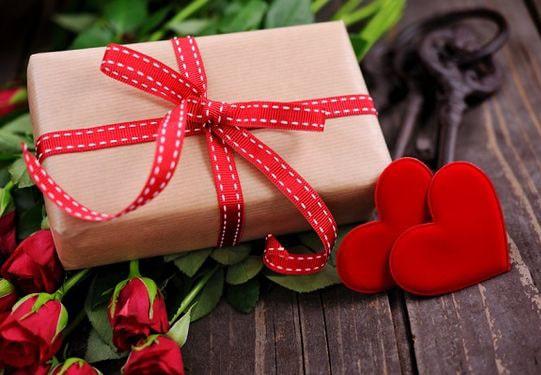 Подарок на 14 февраля ❤ ТОП 7 идей, что подарить на День влюбленных